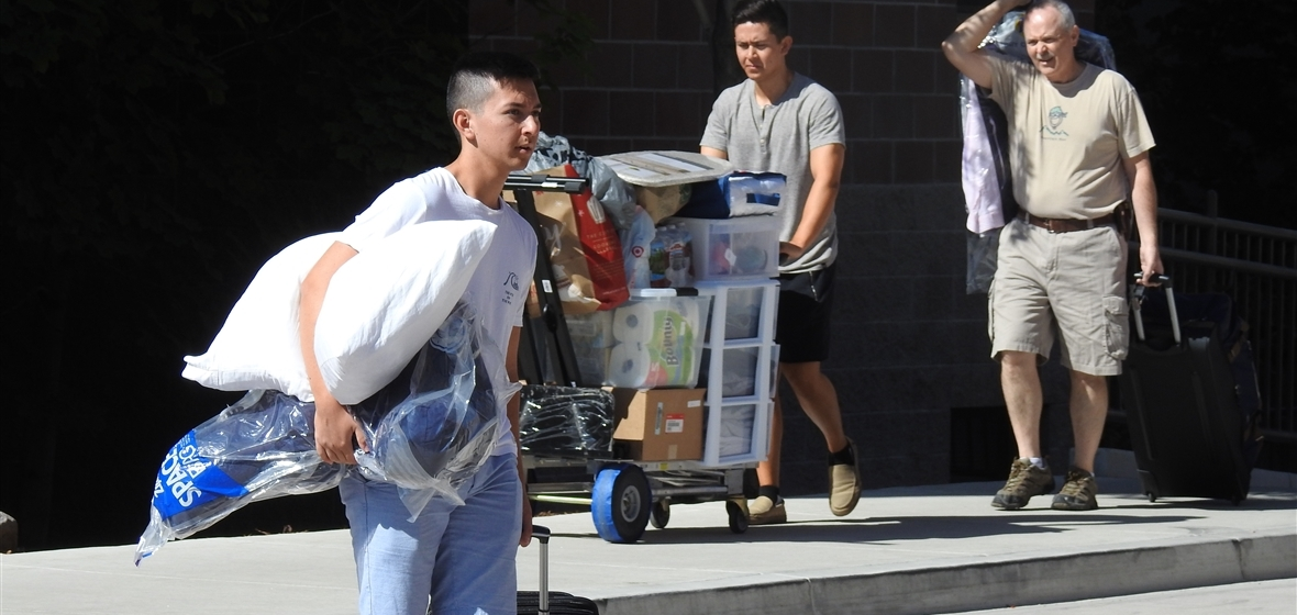 Students moving into the dorms