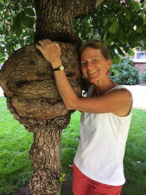 Cheryll Glotfelty hugs a tree on University of Nevada, Reno campus