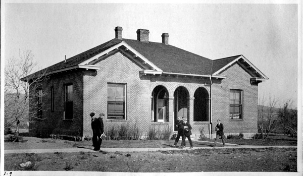 Old black and white photograph University Hospital in 1920