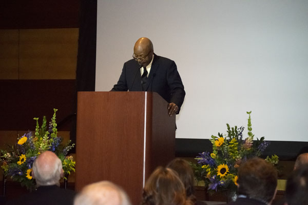 Leonard Pitts Jr. speaks at the podium.