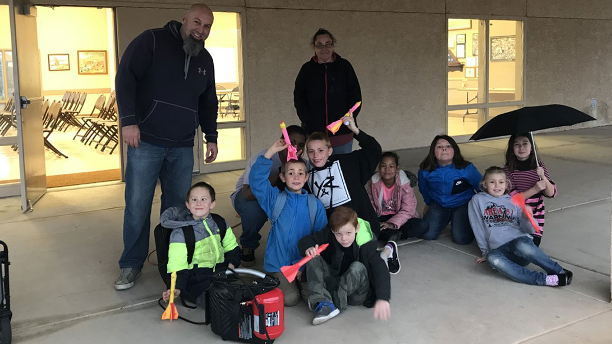 4H youth with rockets