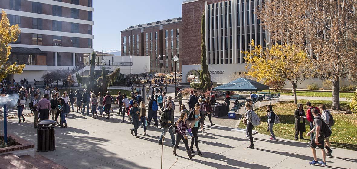 Students walking in Hilliard Plaza at the University of Nevada, Reno