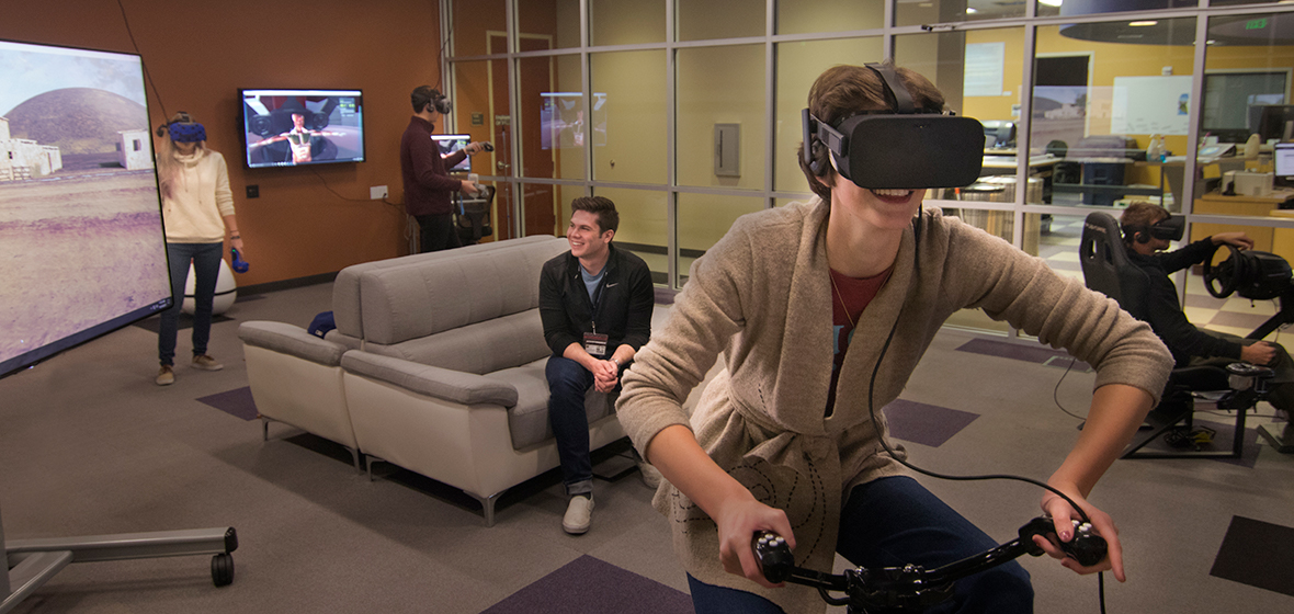 Students immerse themselves in virtual reality at @Reality studio inside the Mathewson-IGT Knowledge Center