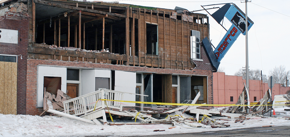Damaged two-story building in Wells, Nevada, after a 6.0 earthquake in 2008
