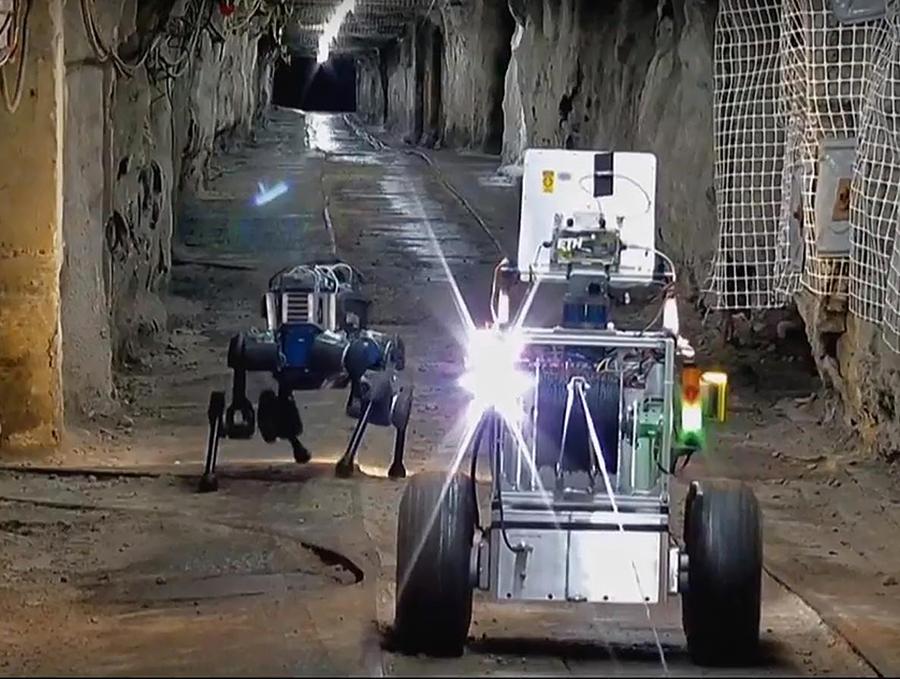 Team CERBERUS robots in tunnel