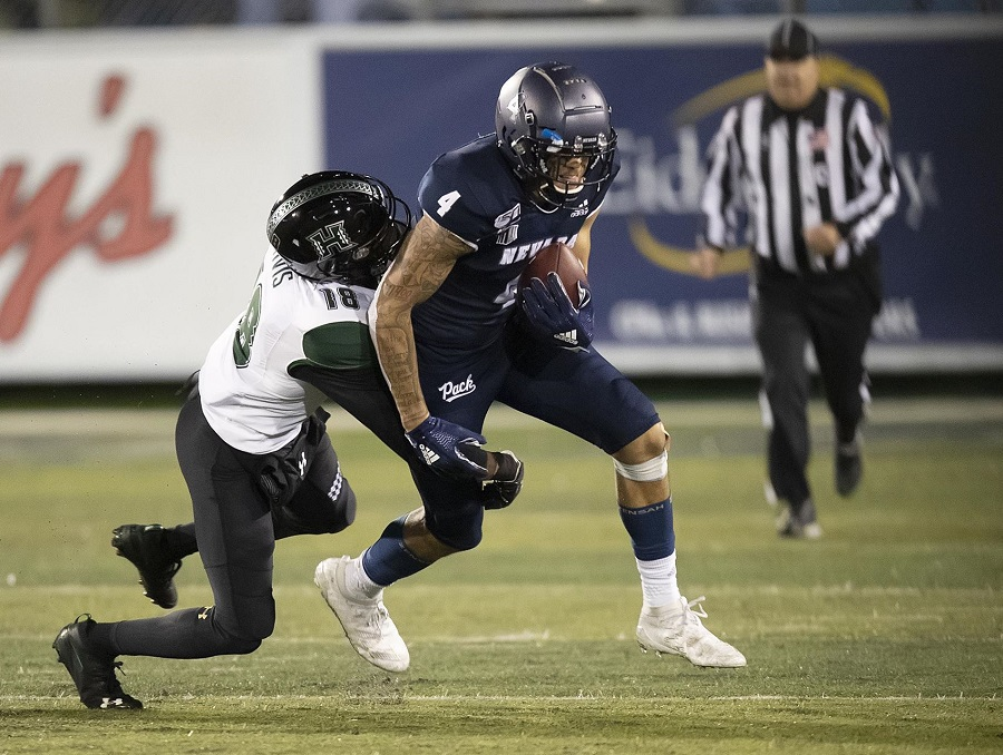 Wide receiver Elijah Cooks playing against Hawaii