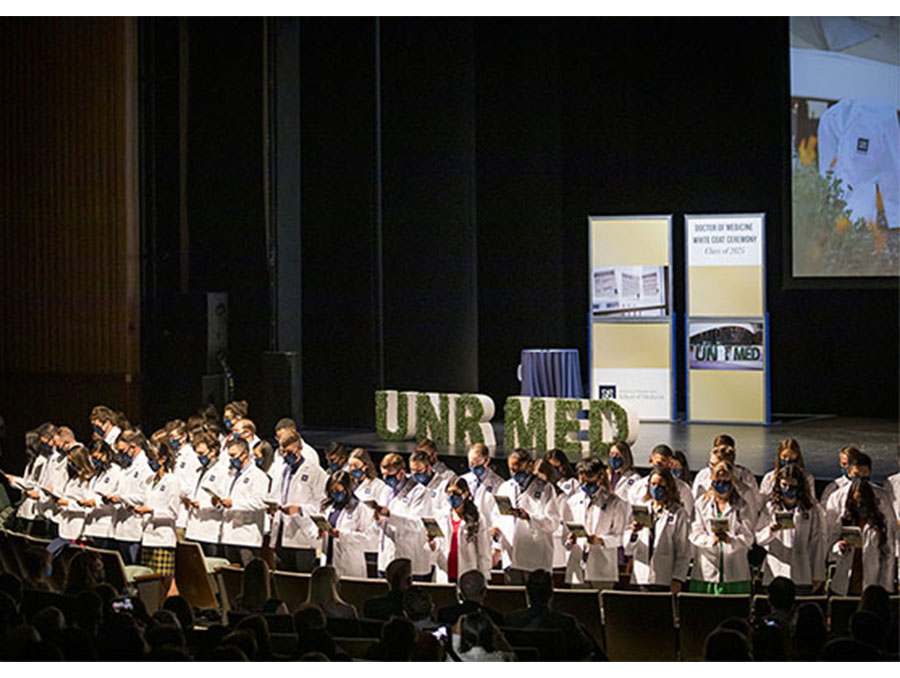 A photo of the UNR Med Class of 2025 reciting the pledge at the White Coat Ceremony.