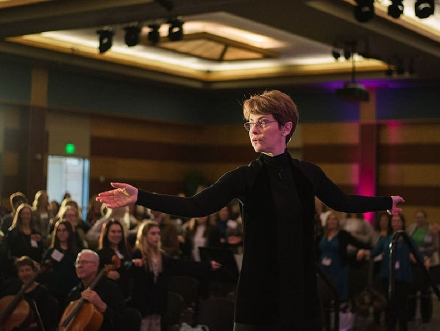 Reno Philharmonic Conductor Laura Jackson conducting orchestra at 2020 IWES conference.