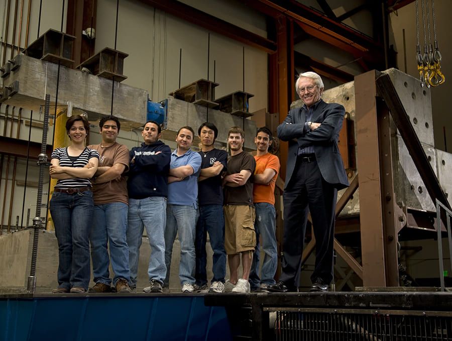 students and Ian Buckle on shake table platen